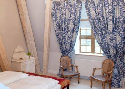 Kornblumenstube Hotel Pronstorfer Torhaus - Gardinen ©Stefan Schaal
