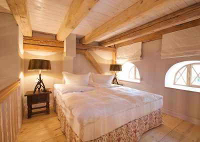 Eulenhöhle-Hotel-Pronstorfer-Torhaus-Bett