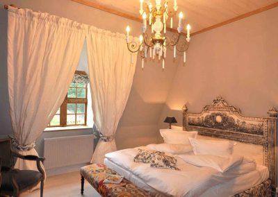 Mäusenest-Hotel-Pronstorfer-Torhaus-Bett