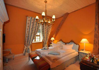 Pferdetränke-Hotel-Pronstorfer-Torhaus-Doppelbett