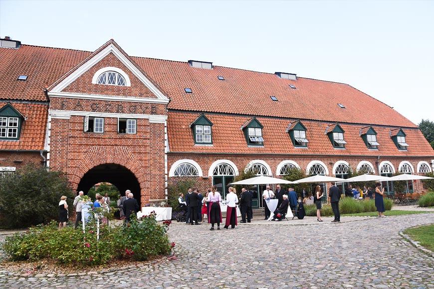 Pferdestall-Pronstorf-terassenbereich-empfang
